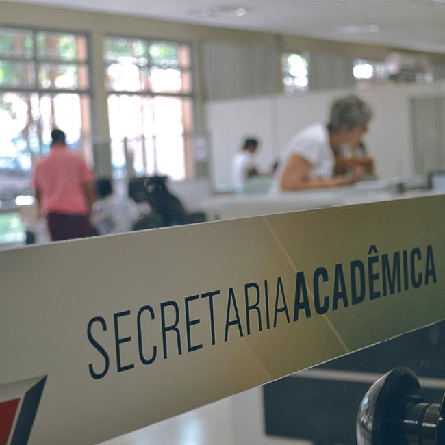 Secretaria acadêmica de volta